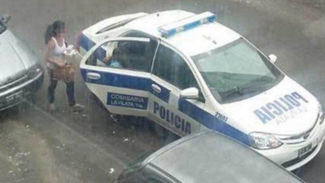 Dos policías imputados por usar el móvil para hacer un delivery de comida