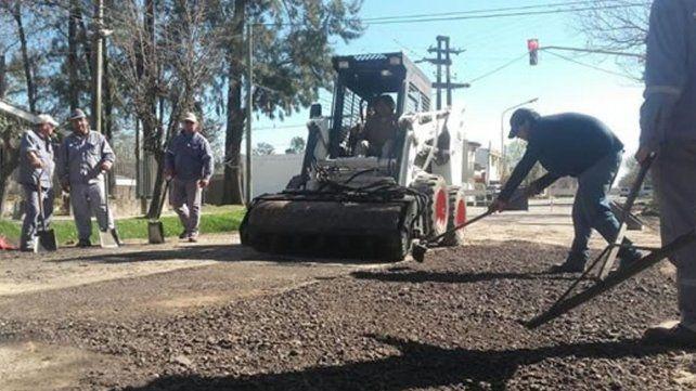 José Corral recorre obras de bacheo en Facundo Zuviría