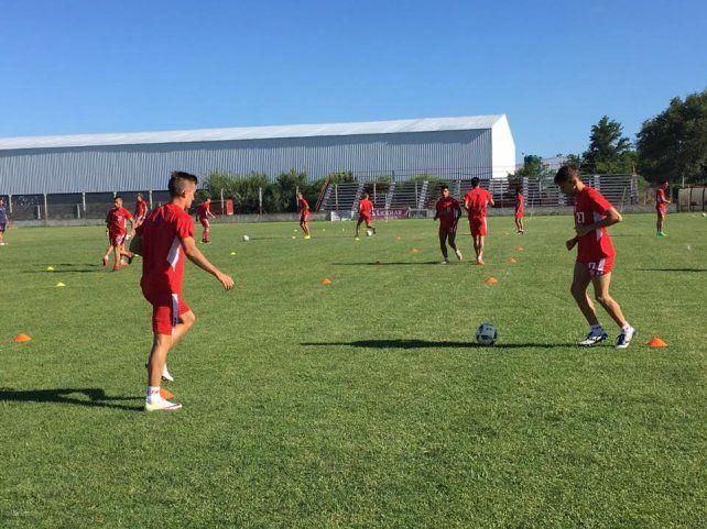 El plantel de Juan Pablo Pumpido sumará sus primeros minutos de fútbol frente a Aldosivi de Mar del Plata.