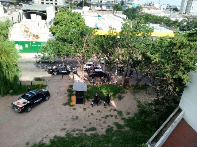 Operativo. Ocho unidades convergieron en la aprehensión del taxista y secuestro de la pistola 380.