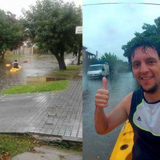 Martín Gudiño salió a pasear en kayak bajo la lluvia por las calles de María Selva.