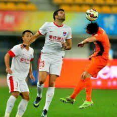 Emmanuel Gigliotti tendría más complicada que nunca su salida por seis meses de su club en China.