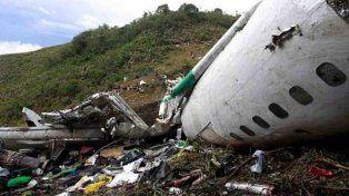 entre los escombros de la tragedia encontraron una extrana camiseta