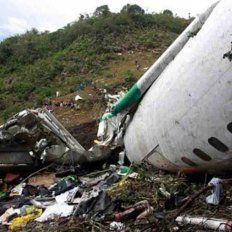 Entre los escombros de la tragedia encontraron una extraña camiseta