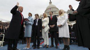 Juramento. Donald Trump junto a su familia. Es el presidente número 45 en la historia de los Estados Unidos.