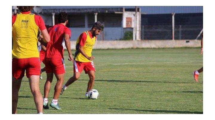 Diego Villar es uno de los jugadores polifuncionales con el que puede contar el entrenador Juan Pablo Pumpido.