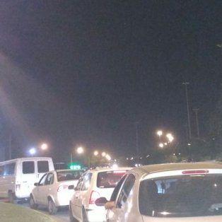 malestar de automovilistas por largas colas para volver a la ciudad