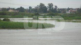 Por las lluvias de los últimos días siguen de cerca el nivel del Salado