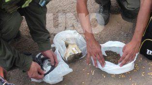 Gendarmería arrestó a una pareja de novios con más de un kilo de marihuana