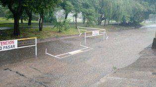 Vecinos deVélez Sarsfield al 5800 advierten sobre acumulación de agua en la calzada