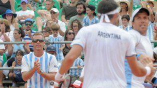 Mayer y Berlocq ganaron y mantienen con vida a Argentina en la Copa Davis