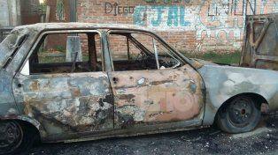 Quemaron un auto en Santa Rosa de Lima