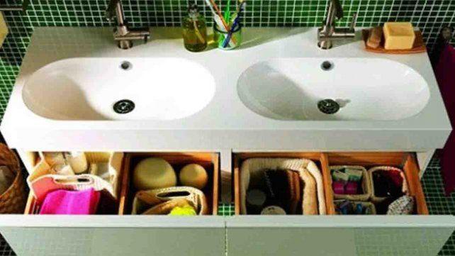Qué 6 artículos que NO debes guardar en el baño