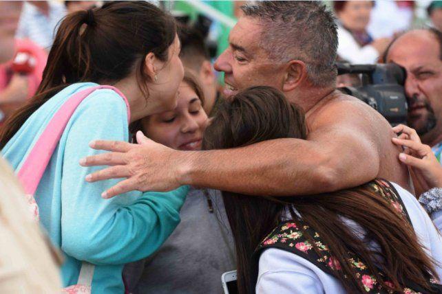 El concejal cumplió el objetivo de llegar a la costanera corondina y que sus hijas lo vieran nadar.