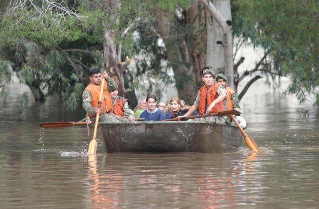 Catástrofe. En 2003 media capital provincial se vio inundada por el desborde del río Salado.