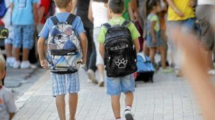 Mochilas Llenas para que los niños de Los Sin Techo vayan a la escuela