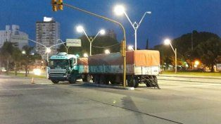 Chocaron tres camiones y un auto en Alem y Belgrano