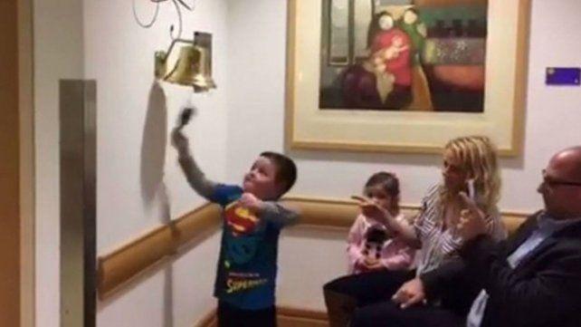 El conmovedor video de un niño de 6 años que festeja haber ganado la pelea al cáncer