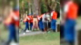 Indignación por policías que obligaron a una mujer a desnudarse en una plaza para revisarla