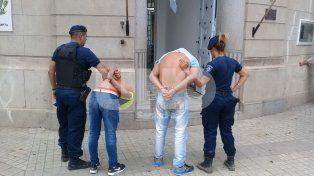 Persiguieron y aprehendieron a dos adolescentes armados que robaron un comercio