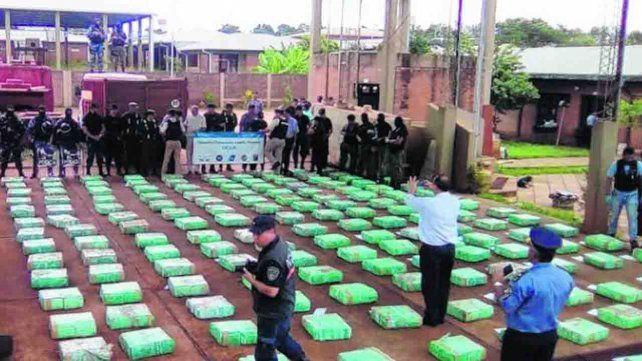 Secuestraron 4 mil kilos de marihuana luego que el camión quedara empantanado