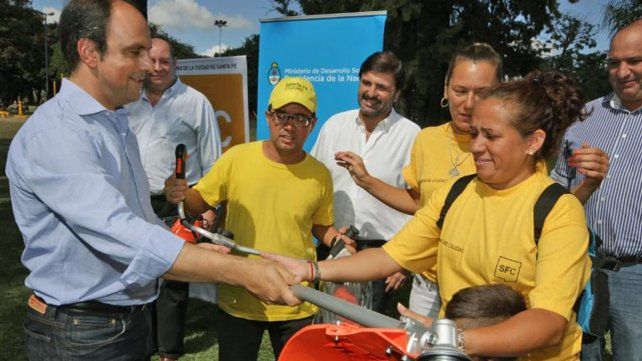 Ciudad y Nación entregaron herramientas para mejorar y mantener los espacios verdes santafesinos