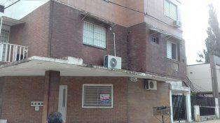 Por peligro de derrumbe, desalojaron un edificio en barrio Roma