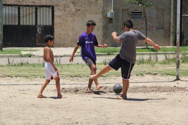 Barranquitas: piden una ayuda para que decenas de pibes sigan jugando al fútbol