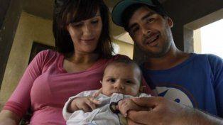 Mujer policía reanimó a bebé que se ahogaba tras tomar la teta