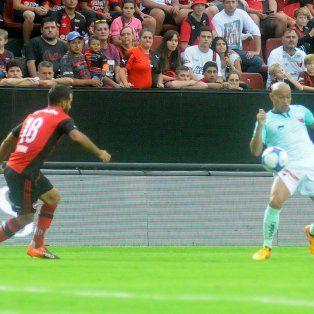 El defensor esta vez se movió por el sector derecho, aunque podría jugar por izquierda contra Olimpo.