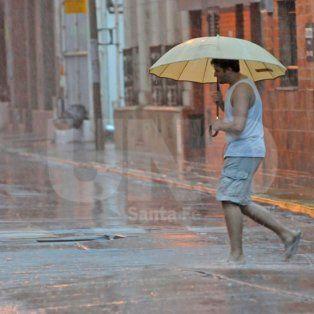 la termica llego a los 52º y rige un alerta por lluvias y tormentas intensas