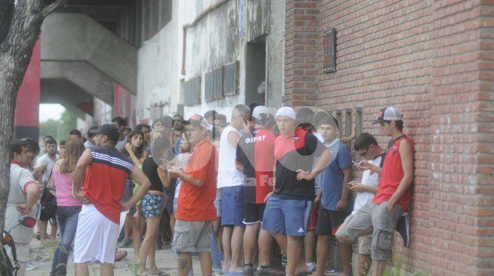 Los hinchas rojinegros se acercarán en gran número a las boleterías del Otrino para comprar su popular