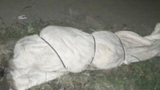 Misterio en José C. Paz: hallaron un cadáver de un hombre violado y con un naipe en la espalda