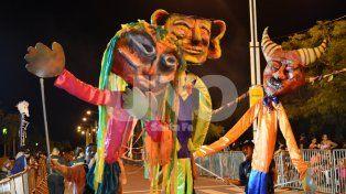 Se largaron los Carnavales: más de 2 mil personas en la Costanera
