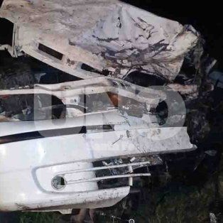 Hubo que cortar el auto para sacar a los jóvenes y determinar que habían fallecido