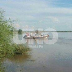Crecida. El río Salado está crecido y la zona en la que se dieron el baño el hombre y sus hijos tiene corrientes muy peligrosas.