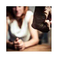 Las mujeres pueden llamar al 144 o a la oficina de la Municipalidad al 4571666.