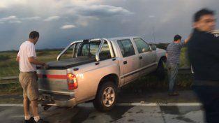 Una camioneta se despistó y chocó un guardarail en la ruta 168