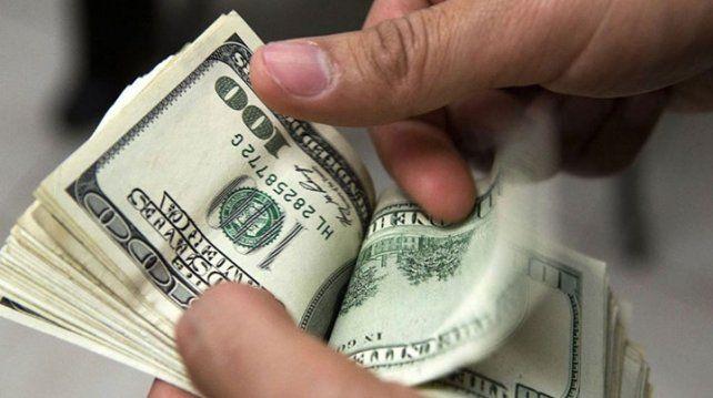 Restringen la compra de dólares y los exportadores deben liquidar divisas
