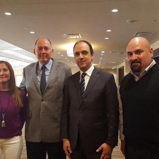 En Canadá. Ricardo Mena, de la ONU, junto al intendente Corral y los concejales Aeberhard y Suárez.