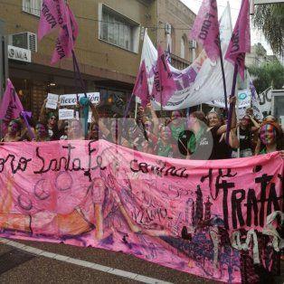 las mujeres de santa fe pararon por sus derechos y marcharon esta tarde