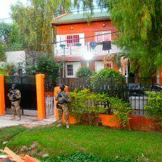 Su casa. En la manzana 1 del barrio Alto Verde, el imputado y su pareja fueron detenidos.