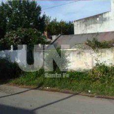 Identificaron al hombre que apareció herido y semidesnudo en una casa de barrio  Las Flores