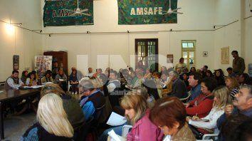 Votación. En las escuelas, los educadores discutieron las cifras y expresaron su voluntad. Hoy las asambleas darán la respuesta final.