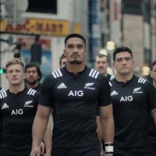 Pánico en Japón. Los All Blacks fueron protagonistas de una campaña de concientización urbana.
