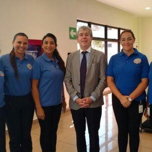 Representantes. La comitiva argentina con el embajador.