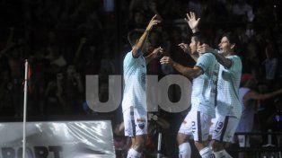Mira hacia arriba. El Sabalero comenzó a olvidarse del descenso y sueña con la Libertadores.