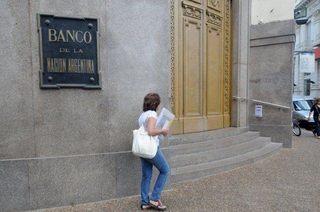 Hoy será el único día de atención completa en los bancos