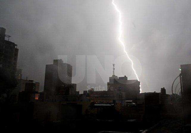 Alerta por lluvias y tormentas fuertes para el norte de Santa Fe
