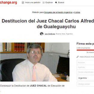 una campana online pide la destitucion del juez carlos rossi